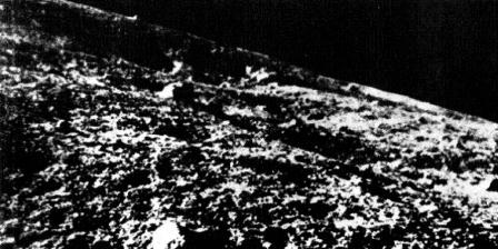 Foto permukaan Bulan yang dipotret wahana Luna 9 sebelum mendarat.(NASA).