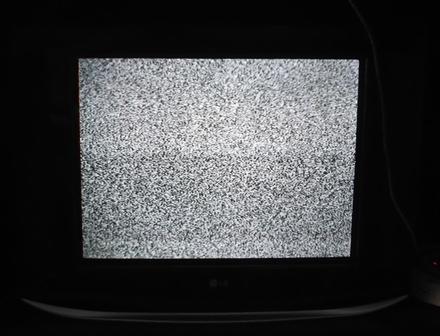 Ilustrasi Menonton Pesawat Televisi Rusak.