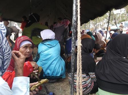 Ilustrasi. Para Pengungsi Pada Simulasi Penanggulangan Bencana.
