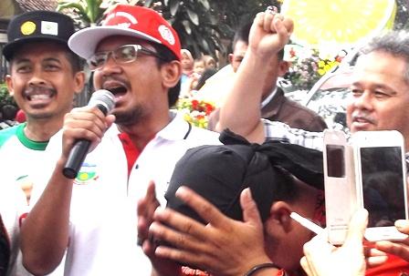 Wakil Bupati dr H. Helmi Budiman Sampaikan Semangat Membanguyn Garut, Menjelang Dimulainya Parade Mobiol Hias.