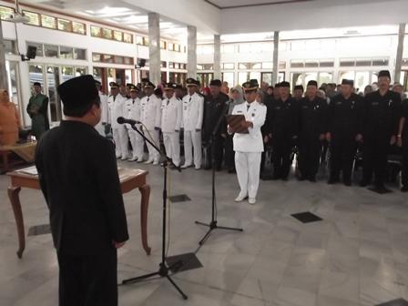 Pembacaan Fakta Integritas Pada Pelantikan Massal Pejabat Garut, Senin (26/05-2014).