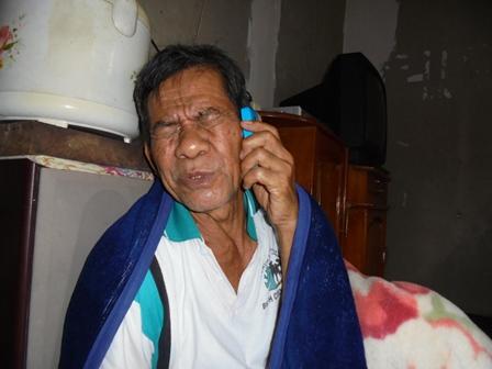 Dase Menerima Telepon Dari Wabup Helmi Budiman.