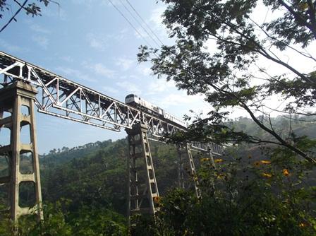 Melintas Jembatan Kokoh Peninggalan Kaum Penjajah.