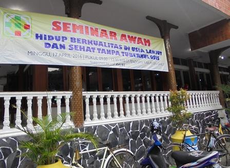 Di Gedung Pendopo Kabupaten Garut, Ahad (17/04-2016).