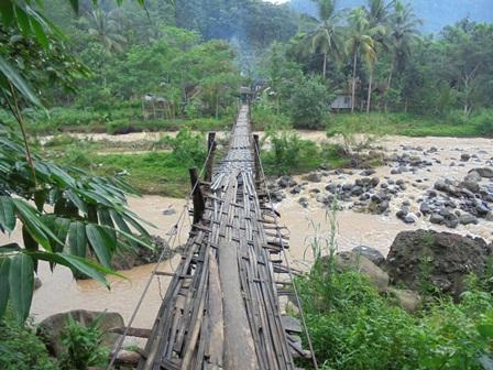 Kondisi Jembatan Semakin Rapuh.