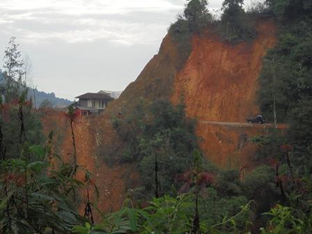 Titik Lokasi Cihideung Pada Lintasan Gunung Gelap.