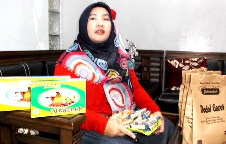 Ny. Dedah Jubaedah.