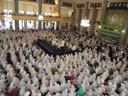 Wakil Bupati Mewakili Pemkab Pada Taqbliq Akbar Bersama KH. Arifin Ilham, Rabu (20/04-2016).