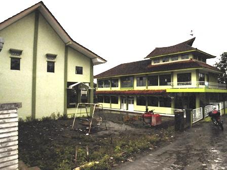 Komplek Pesantren Yayasan Al-Kautsar.