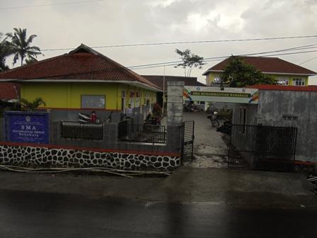 Terletak Sekitar 14 Kilometer  Arah Timur Dari Pusat Kota Garut.