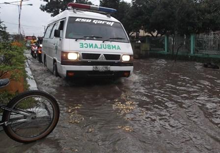Ilustrasi, Masih banyak Lintasan Jalan Tergenang Setiap Diguyur Hujan Deras.