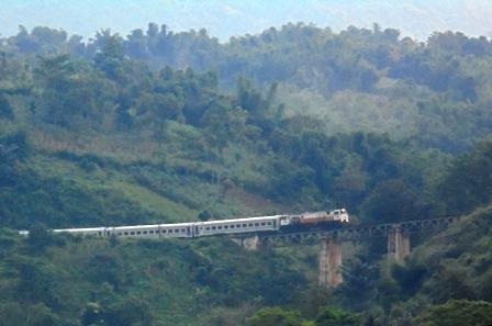 Terdapat Pengunjung Taman Satwa Asal Bandung Menaiki KA, dan Turun di Stasiun Kadungora, Garut.