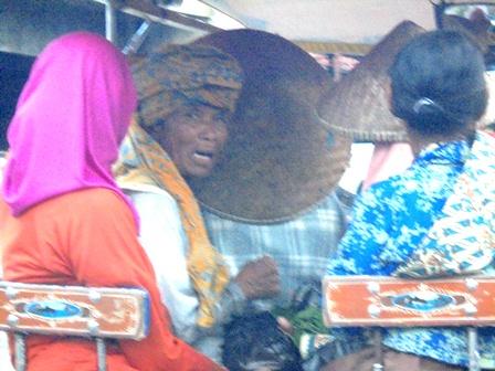 Para Penumpang Delman Juga Resah Terjebak Kemacetran Arus Lalulintas.
