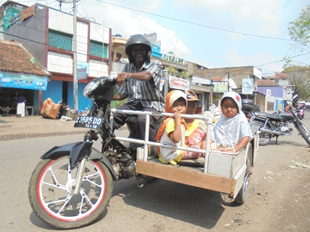Menikmati Sarana Mobilitas yang Dimiliki.