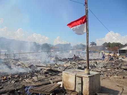 Bendera Merah Putih Setengah Tiang.