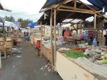 """Kembali Berjualan Penuhi Desakan Kebutuhan """"Kampung Tengah"""" atawa Perut."""