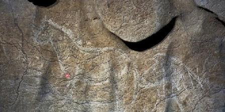 Lukisan purba di gua Atxurra di Spanyol menggambarkan sosok kuda. Lukisan itu adalah salah satu dari sekian banyak lukisan di gua yang disebut sebagai galeri seni pertama di dunia. (AFP/Getty Images).