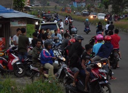 Ngabuburit Hampir Pada Sepanjang Lintasan Jalan By Pass Kubang.