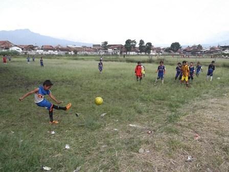 "Kegiatan Sekolah Sepak Bola ""JFC"" Kabupaten Garut."