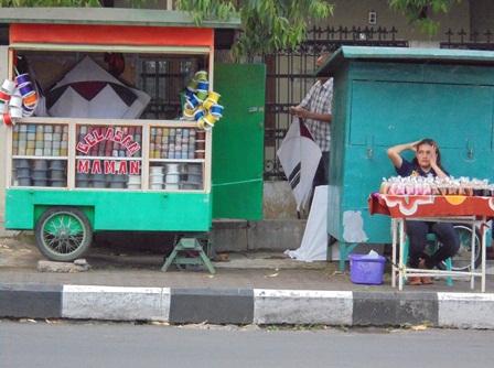 Memanfaatkan Celah Berusaha pada Momentum Ngabuburit Puasa Ramadlan 1437 H/2016 ini.