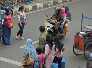 Mengurai Kemacetan Arus Lalu Lintas.