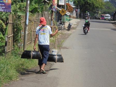 Lintasan Jalan Kabupaten Samarang - Garut.