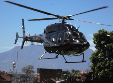 Dengan Menaiki Helikopter Jenis Belt 428, Menteri BUMN Bersafari Ramadlan di Garut.