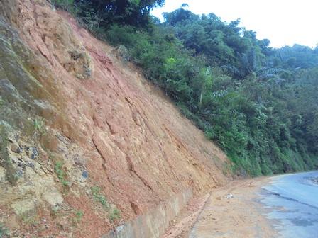 Ilustrasi. Kondisi Rawan Longsor Lintasan Selatan Garut, Jawa Barat.