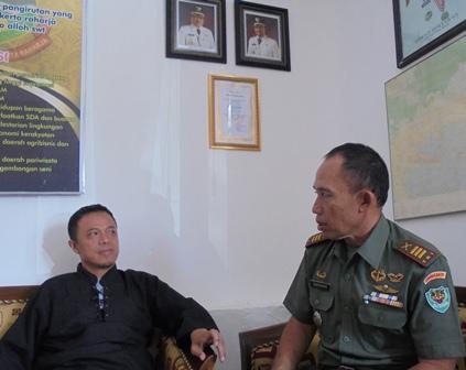 Camat Bertsama Danramil 1112 Samarang.