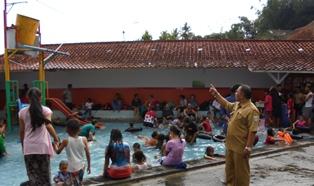 Sarana Pemandian Air Panas Alami Khusus Anakanak, dan Keluarga di Cipanas Indah.