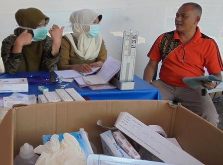 Kabid RKK Dinkes Tinjau Pelaksanaan Posko Siaga Kesehatan di Terminal Guntur Garut, Senin (04/07-2016).