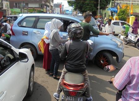 Kondisi Lintasan jalan A. Yani, Jum'at (01/07-2016).