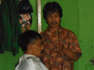 Laris Jelang Lebaran Idul Fitri.