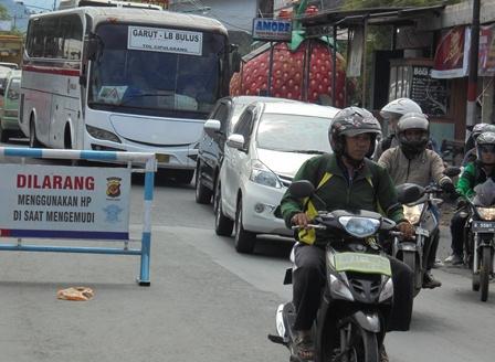 Serbuan Ragam jenis Kendaraan Dari Arah Bandung.
