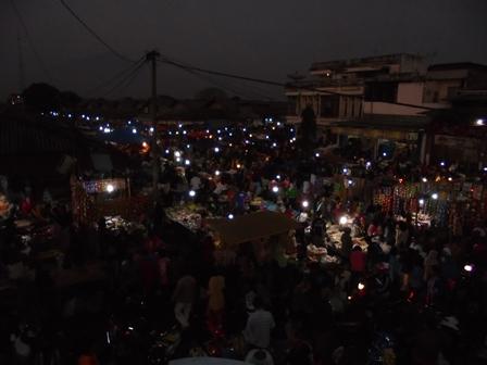 Suasana Pasar Guntur Ciawitali, Selasa Dini Hari.