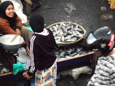 Ikan Mas Rp28 ribu/kg.