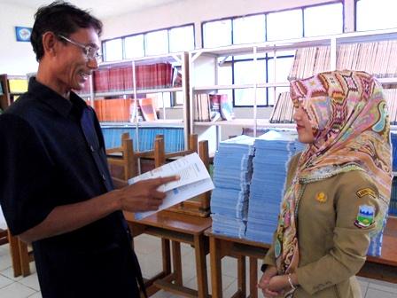 Drs Aay Ruchiyat, M.Pd Menelisik Potensi Literasi.