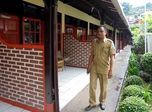 Kamar Menginap Wisatawan Cipanas Indah Garut, Menawarkan Ragam Kenyamanan.