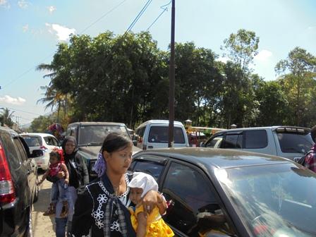 Ribuan Pengunjung Taman Satwa Terkendala Parahnya Kemacetan Arus Lalu Lintas.