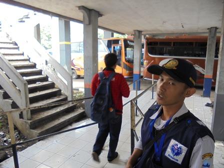 Kian Banyak Calon Penumpang Tak bayar Retribusi, Lantaran Banyak Celah Tak Terpagar Bisa Diterabas Masuk Terminal.