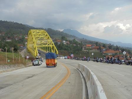 Sepintas Mengingatkan Jembatan di Teluk Teluk San Francisco.