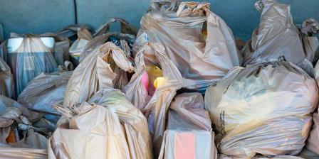 Ilustrasi tumpukan kantong plastik. (Thinkstock).