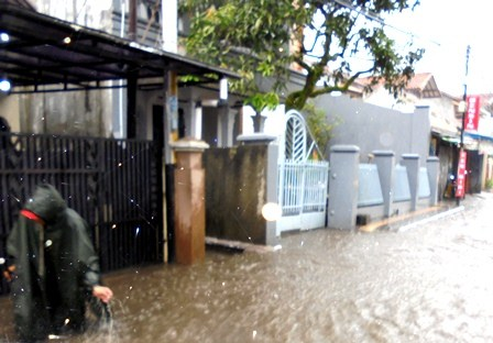 Lintasan Jalan Wisata Cipanas Garut Juga Kerap Dikepung Luapan Banjir.