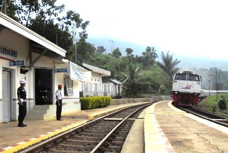 KA Mutiara Selatan, Bandung  - Surabaya.