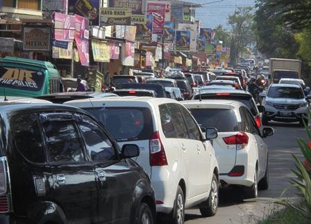 Kemacetan Parah Arus Balik Lintasi Tarogong Garut.