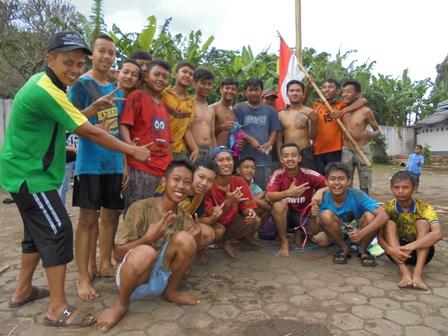 Para Pemanjat Pinang.