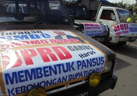 Mosi Tak Percaya Terhadap Bupati Rudy Gunawan.