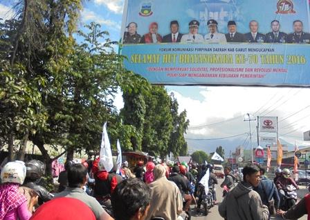 Longmach ratusan Kalangan PKL.