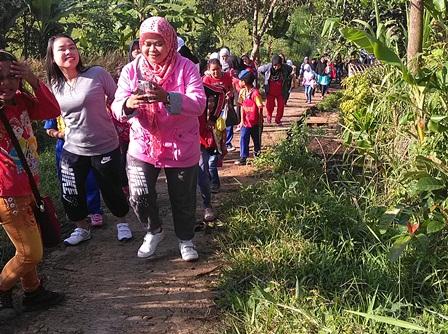 Penduduk Panawuan Sukajaya Selenggarakan Jalan Sehat.