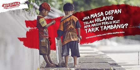 Sebuah gugatan yang mengajak kita berpikir dan menyadari arti kemerdekaan tidak hanya untuk diri kita sendiri tetapi juga untuk sesama rakyat di seluruh Indonesia. (Harian Kompas).